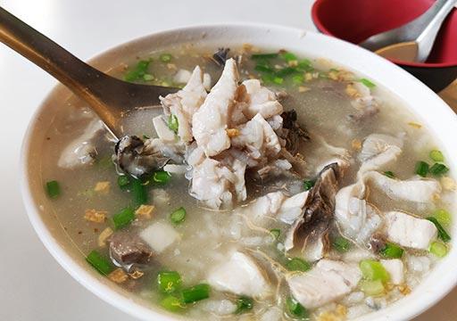 台南のグルメ 阿堂鹹粥のサバヒー粥