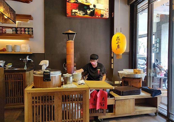 台南のグルメ 度小月原始店 担仔麺の店