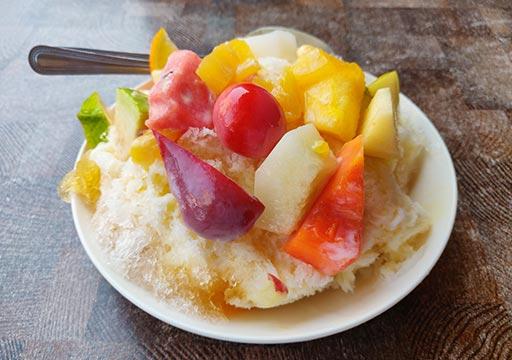 台南のグルメ 莉莉水果店Lily Fruitの水果牛乳冰 (フルーツミルクかき氷)