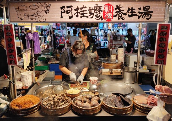台南の大東夜市 薬膳スープの屋台