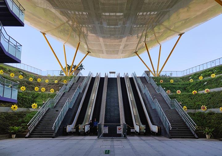 高雄 中央公園駅