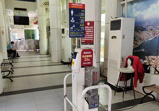 高雄の旗津島  旗津輪渡站(フェリー乗り場)の改札