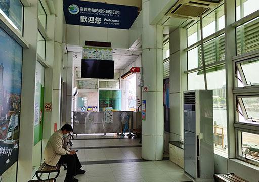 高雄の旗津島  旗津輪渡站(フェリー乗り場)の待合室