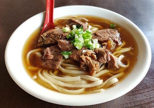 高雄の駁二芸術特区 港園牛肉麺
