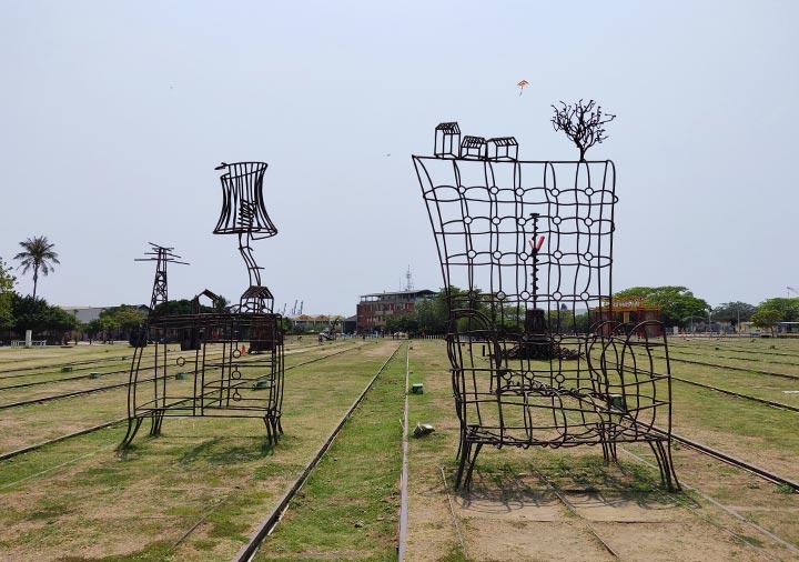 高雄の駁二芸術特区 哈瑪星鉄道文化園区のオブジェ