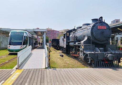 高雄の駁二芸術特区 哈瑪星鉄道文化園区のライトレール