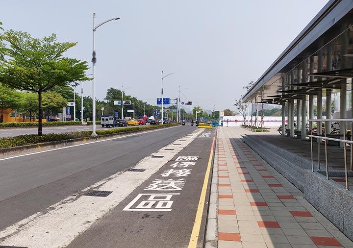 高雄の蓮池潭 左営駅からのアクセス