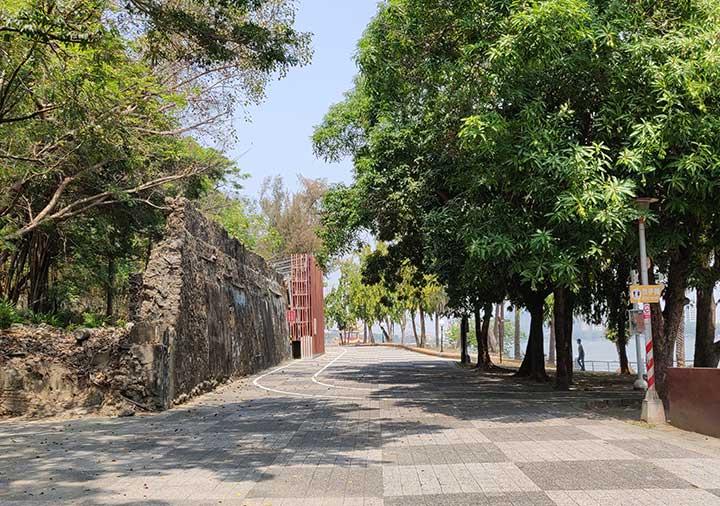 高雄の蓮池潭 遊歩道