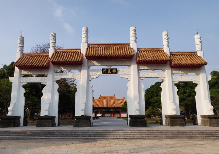 高雄の蓮池潭 孔子廟の門
