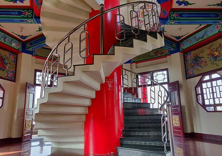 高雄の蓮池潭 龍虎塔の塔の階段