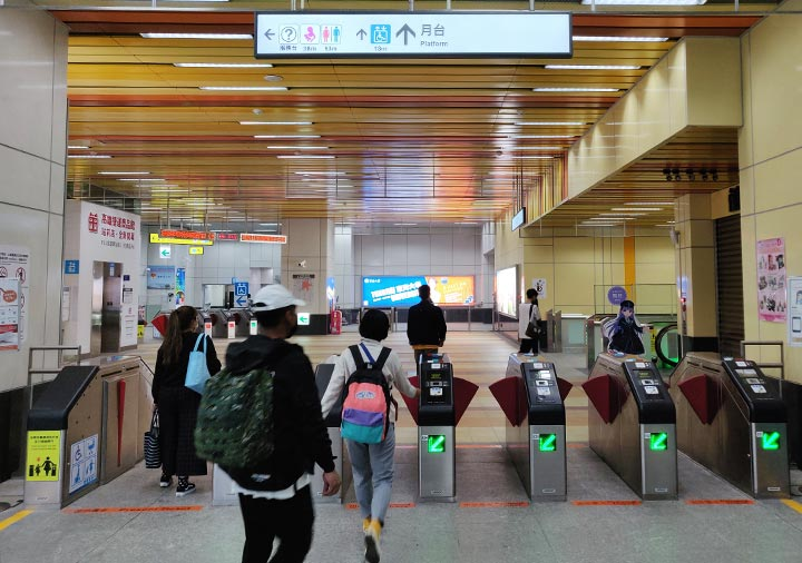 高雄MRT  高雄駅の改札