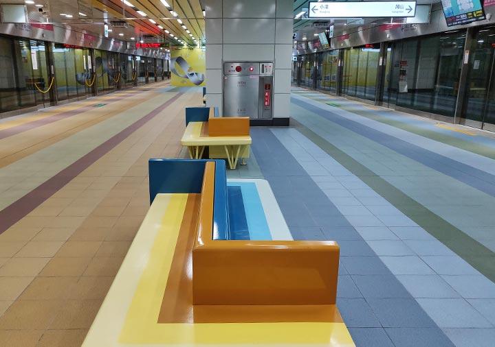高雄MRT  高雄駅の乗り場