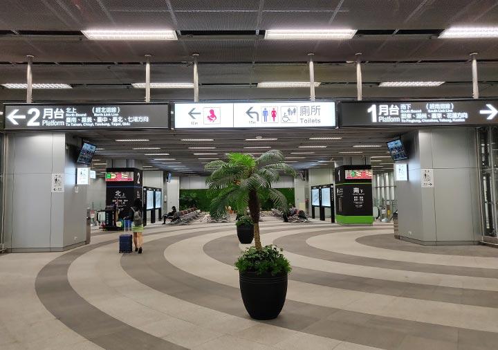 高雄駅 乗り場の案内