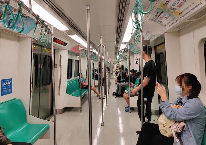高雄MRT 電車内