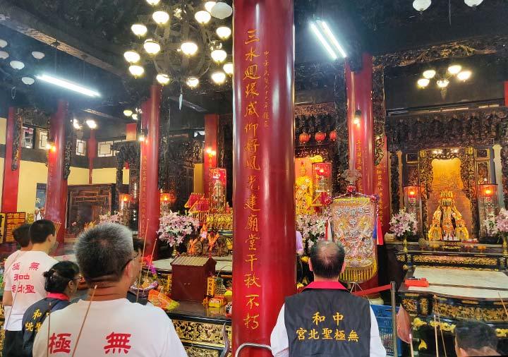 高雄 三鳳宮の祭壇