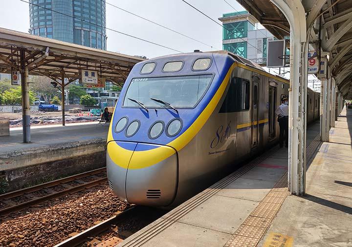 台南駅 台鉄の電車