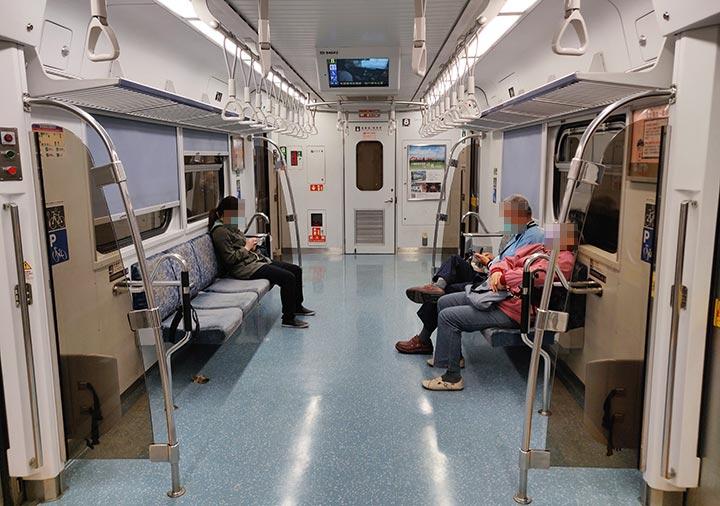 台湾の台鉄電車の内部