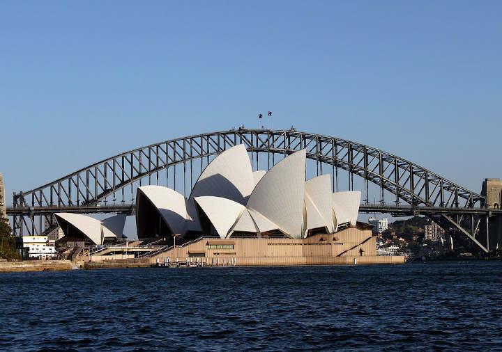 オーストラリア シドニーのオペラハウスとハーバーブリッジ