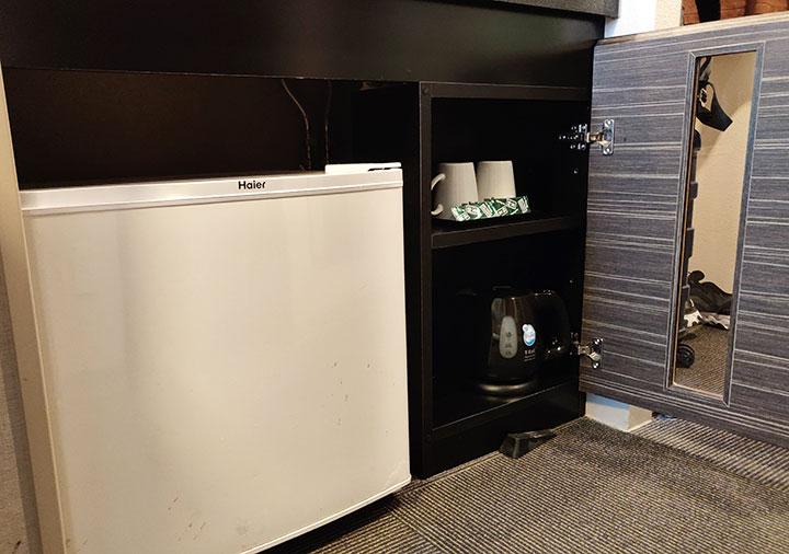 天然温泉 霧桜の湯 ドーミーイン鹿児島 客室の冷蔵庫、ケトル