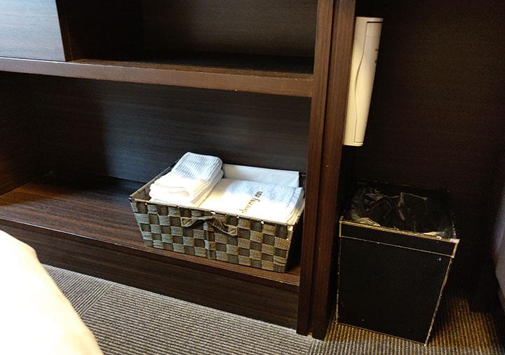 天然温泉 霧桜の湯 ドーミーイン鹿児島 客室のタオル、ゴミ箱