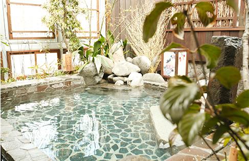 天然温泉 霧桜の湯 ドーミーイン鹿児島 女湯の露天風呂