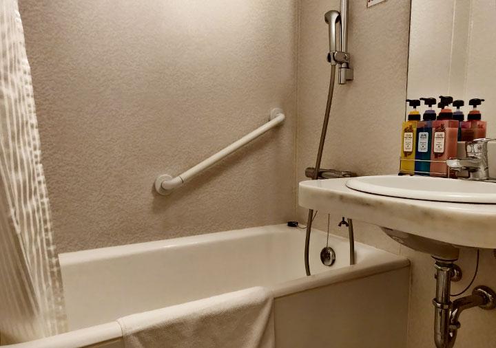 ホテル福岡ガーデンパレス バスタブとシャワー