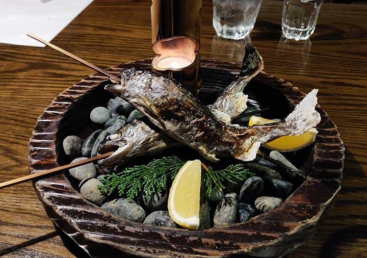 黒川温泉 旅館山河 夕食の鮎の塩焼き