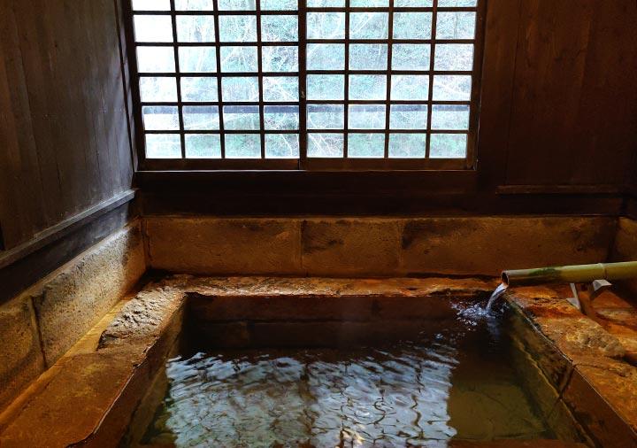 黒川温泉 旅館山河 客室の専用切石風呂