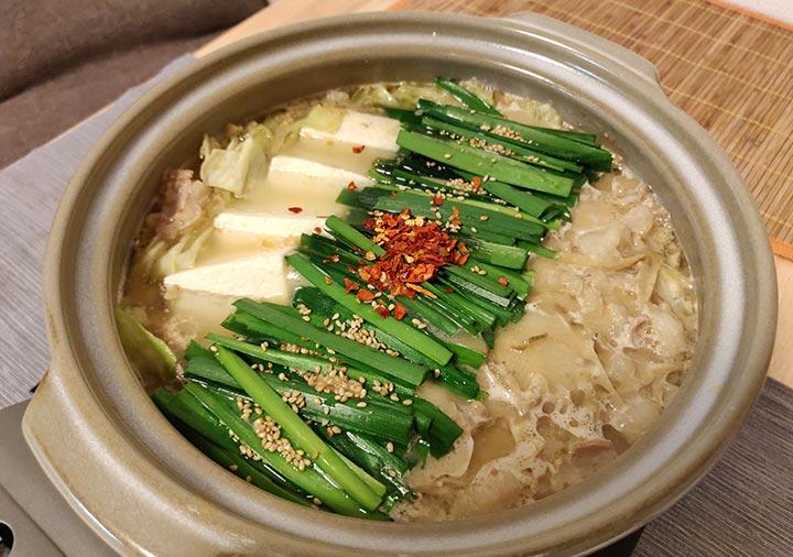 博多もつ鍋おおやま お取り寄せの作り方 ニラ・豆腐を入れる