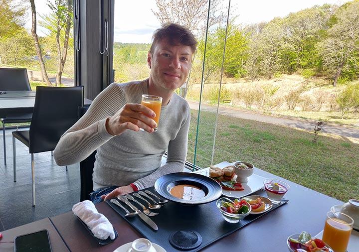フリューゲル久住 朝食を食べるnicolena