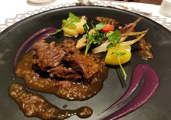 フリューゲル久住 夕食の国産牛の煮込み 玉ねぎのソース