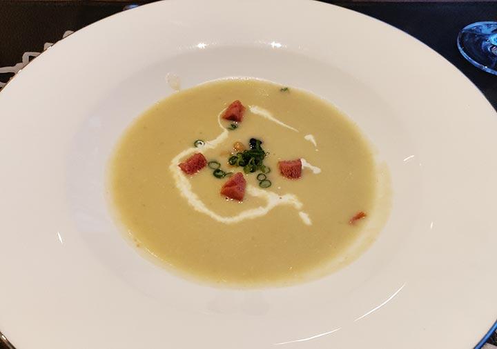 フリューゲル久住 夕食の豆のポタージュ