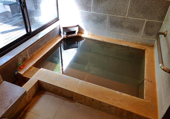 フリューゲル久住 客室の内湯