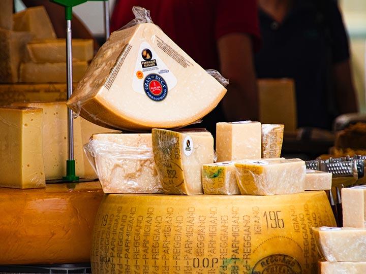 「イタリア人が教えるイタリアのおすすめチーズ20選!種類と食べ方」の記事 トップ画像