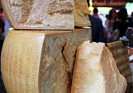 イタリアのチーズ パルミジャーノレッジャーノ