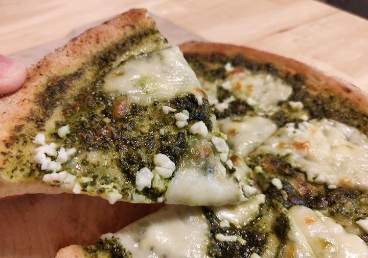 ピザレボ(PIZZAREVO)の冷凍ピザ モッツァレラとリコッタのバジルソース